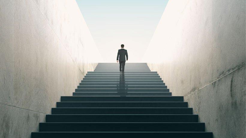 Die Karriereleiter erklimmen: Mitarbeiter erfolgreich auf Management-Positionen befördern