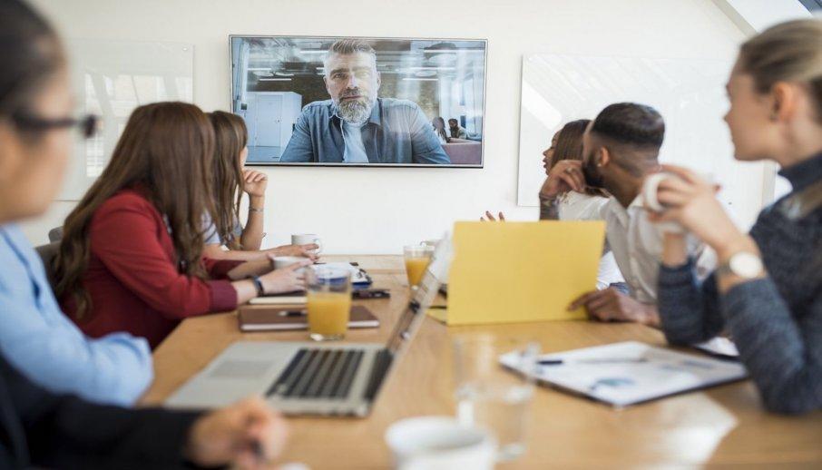Zwischen den Welten: Tipps für eine bessere Zusammenarbeit in internationalen Teams