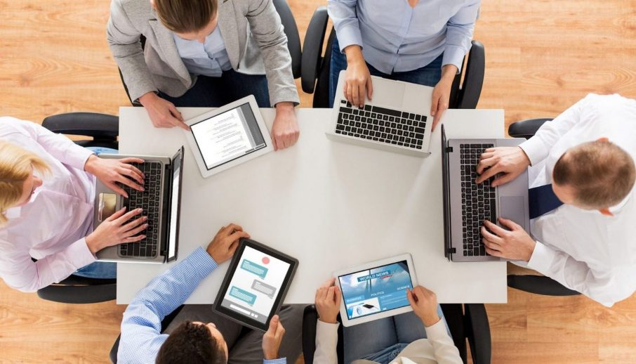 Top Tech-Tool-Funktionen, die Kleinunternehmen benötigen, um produktiv zu bleiben