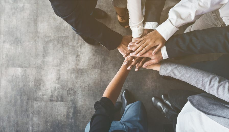 How to Connect Global Teams With Online Team Management