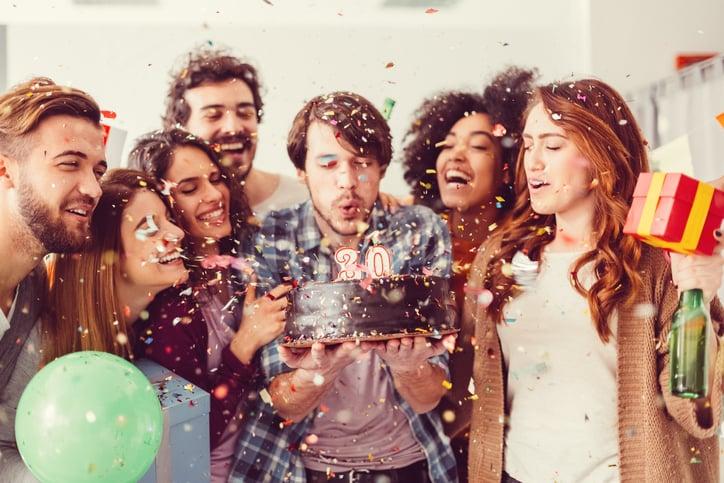 Как провести идеальную офисную вечеринку и порадовать сослуживцев
