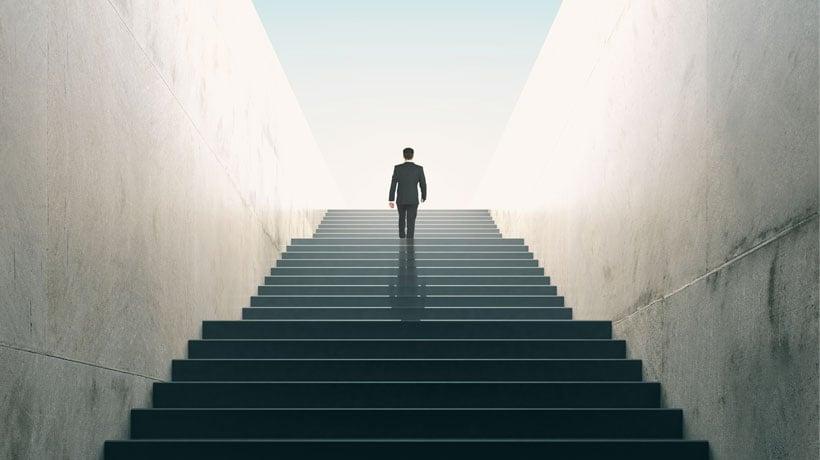 Subir por la escalera: cómo hacer que simples colaboradores pasen a asumir funciones de dirección