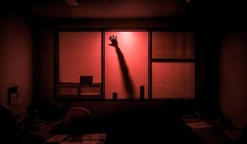 Tu oficina da más miedo que una película de terror