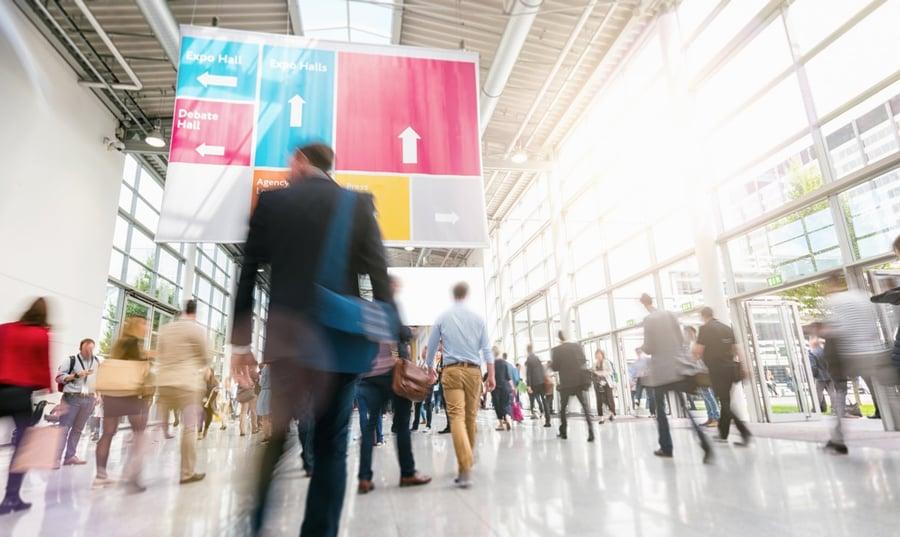 9 formas de atraer tráfico al estand en los eventos