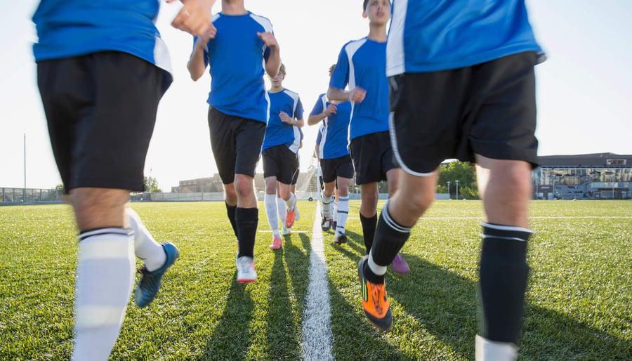 Die Kunst der Übergabe: Was wir aus dem Tiki-Taka-Spielstil im Fußball über Teamarbeit lernen können